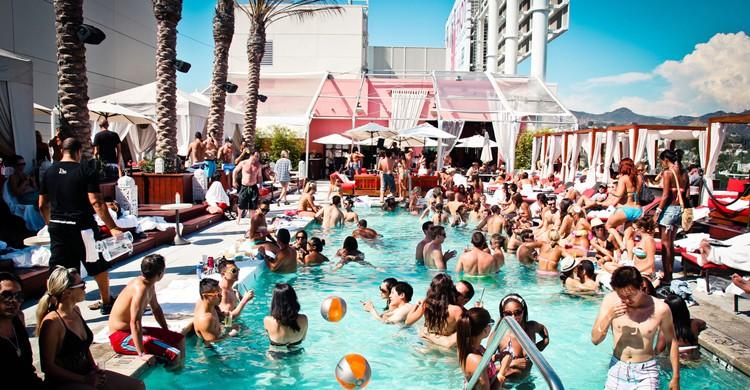 Fiesta en la piscina (CPX Interactive End of Summer Pool Party, Flickr)