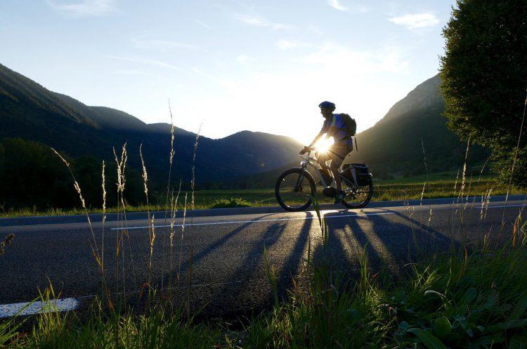 La bicicleta te ayuda a mantenerte en forma (Pixabay)