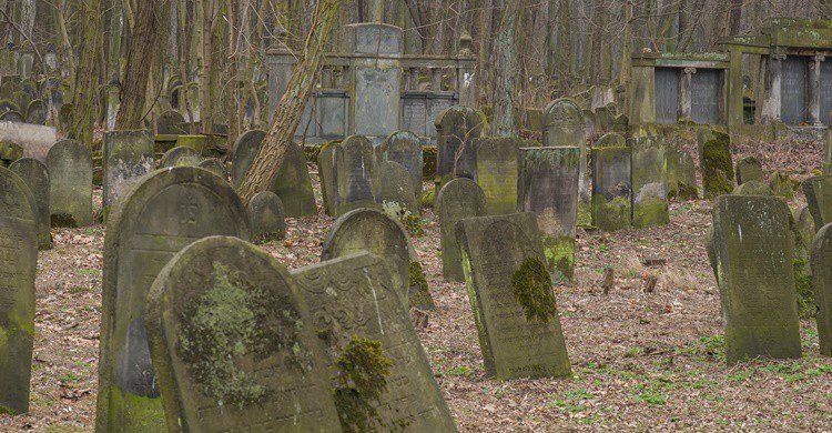 Cementerio judío de Varsovia. 12MN (iStock)