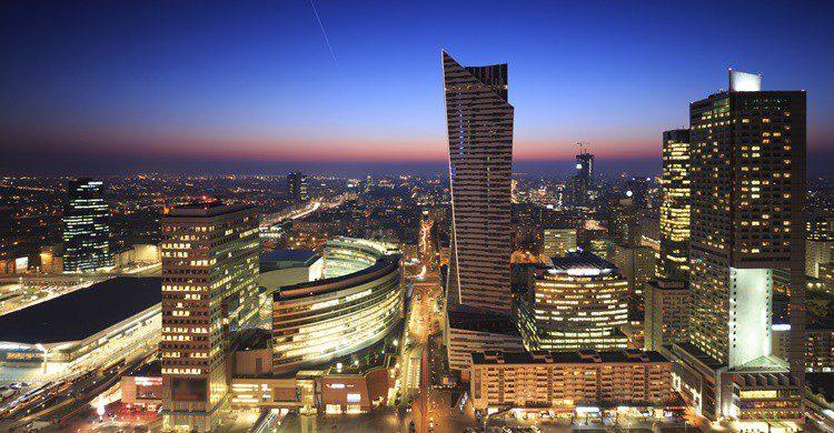 Imagen de los edificios más modernos de Varsovia. Fotorince (iStock)