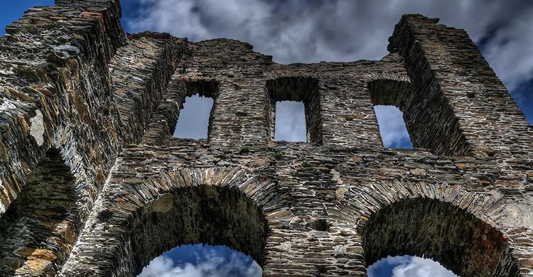 Ruinas de un castillo abandonado en Italia