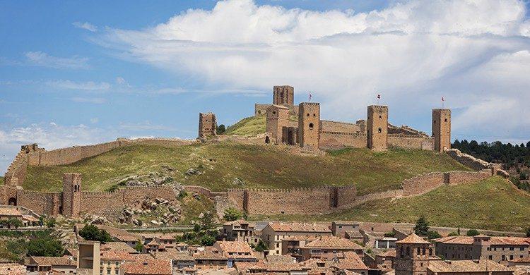 Vistas de las murallas y castillo de Molina de Aragon(Isotck)