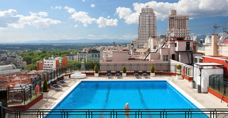 La gran piscina del hotel (Web del hotel Emperador)