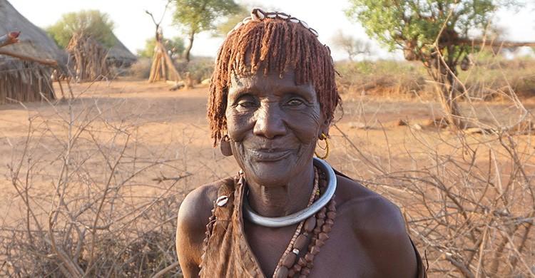 Miembro de una tribu autóctona de Etiopía