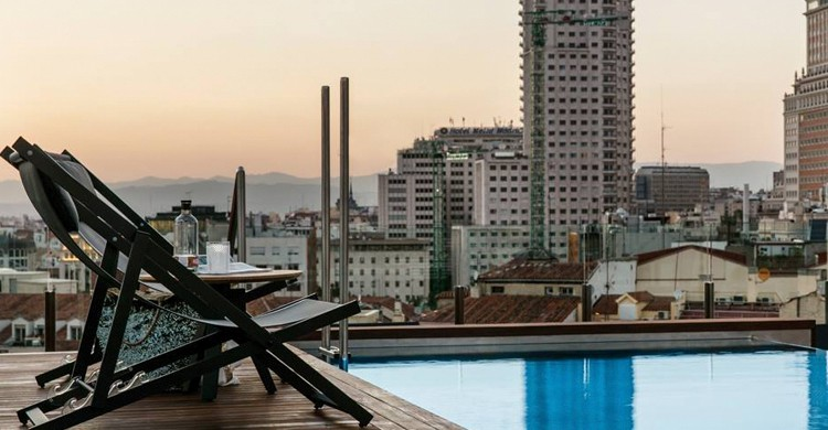 Un rincón de la piscina (Gran Meliá Palacio de los Duques, Facebook)