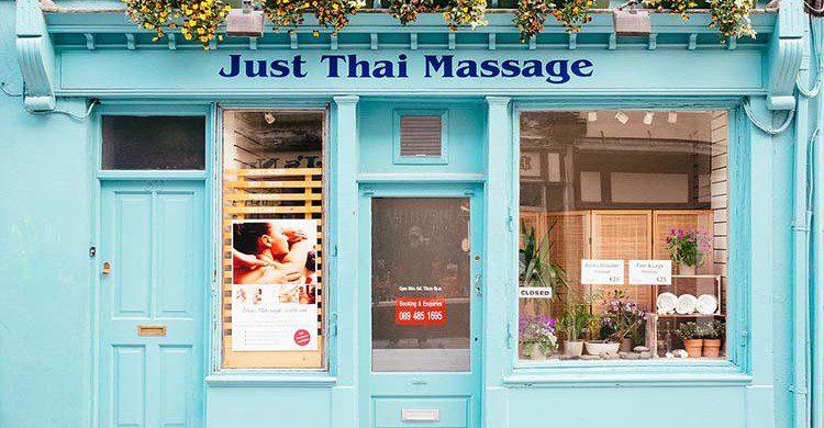 Fachada de de un salón de masaje tailandés