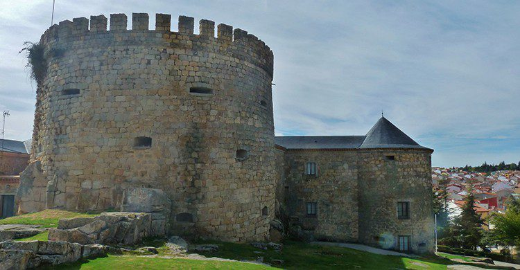 Palacio de Magalia, Las Navas del Marqués
