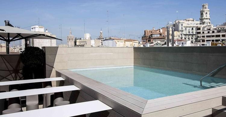Pequeña piscina del hotel (Web del Vincci Mercat)