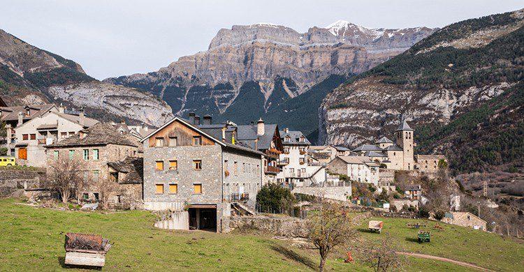 Vistas del pueblo de Torla