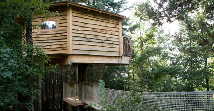 Acceso a una de las cabañas (Cabañas en los árboles - Cabanes als arbres, Facebook)