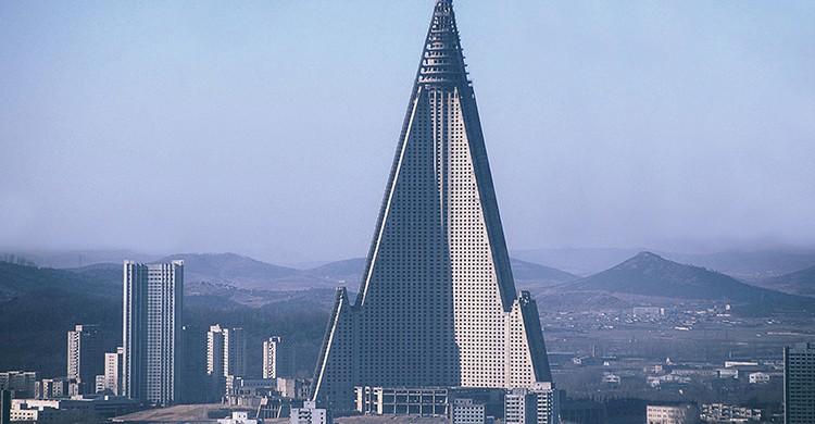 Fachada del Hotel Ryugyong, en Pionyang (Corea del Norte)