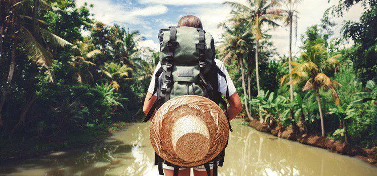 viajero por la selva amazonas
