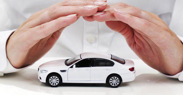 Revisa los seguros contratados antes de viajar (Fuente: Pictures Of Money / Flickr)