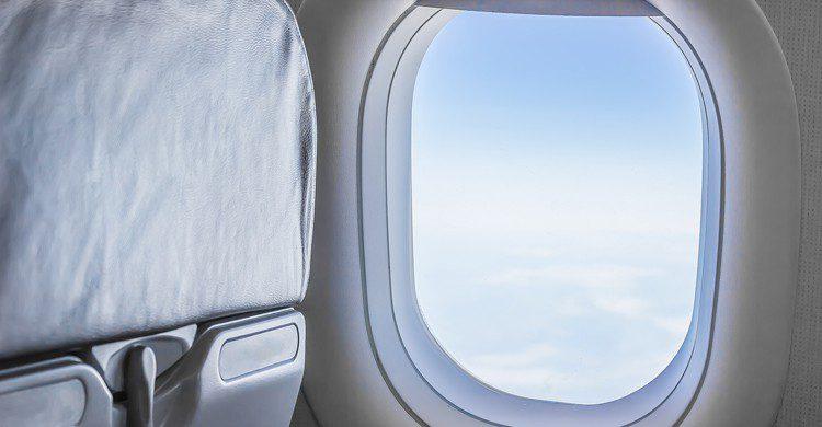 Las aerolíneas modifican las líneas de asientos por dinero, 'of course'. (iStock)