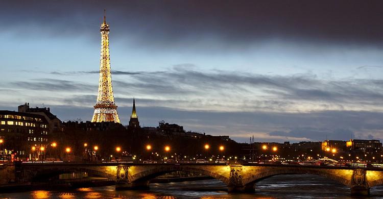 Vistas de la Torre Eiffel ilumindada