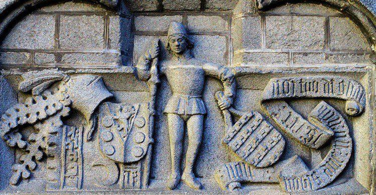 Talla en la muralla de Ávila