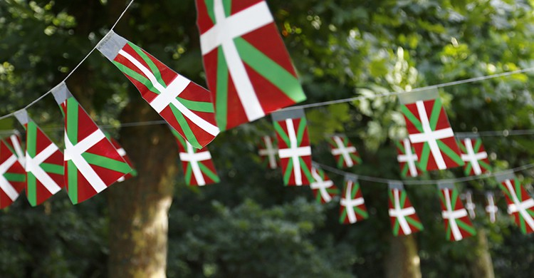Ikurriñas o banderas vascas