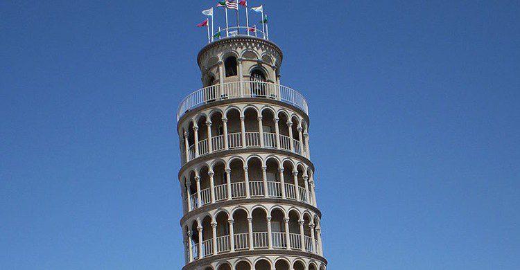 Torre inclinada de Niles (Miroslaw Mucha, Foter)
