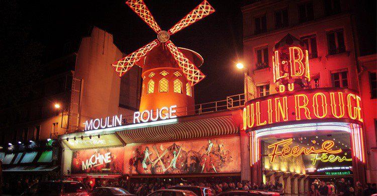 La mítica Moulin Rouge de París (Fuente: Juanedc / Flickr)