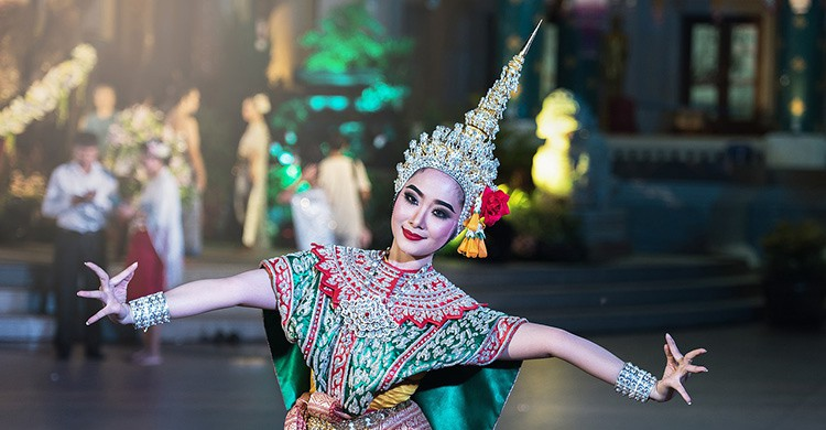 Típica bailarina tailandesa