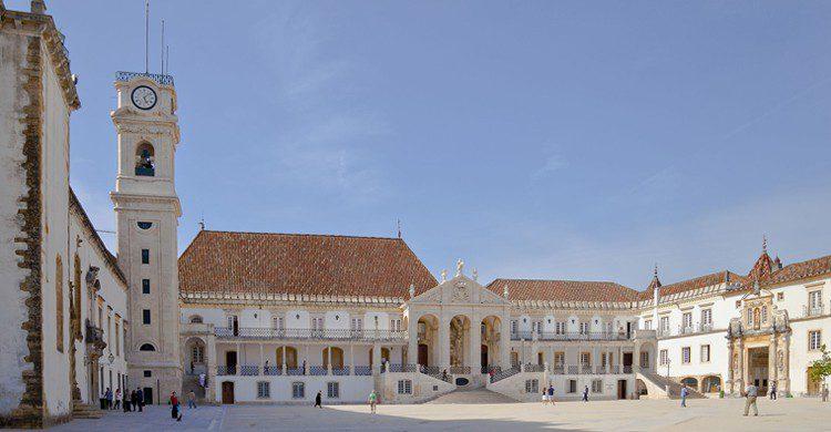 Plaza de la Universidad (Diego Delso, Wikipedia)