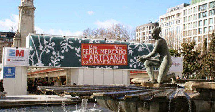 Mercado de Artesanía en la Plaza de España de Madrid (Fuente: Sherry-corner.es)