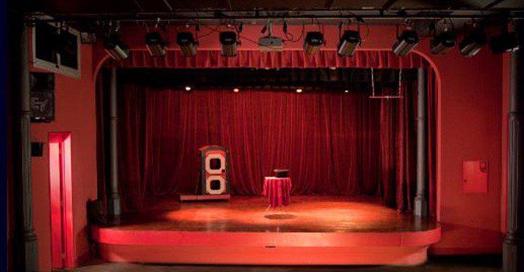 Súbete al escenario de 'El rey de la magia' de Barcelona (Fuente: elreydelamagia.com)
