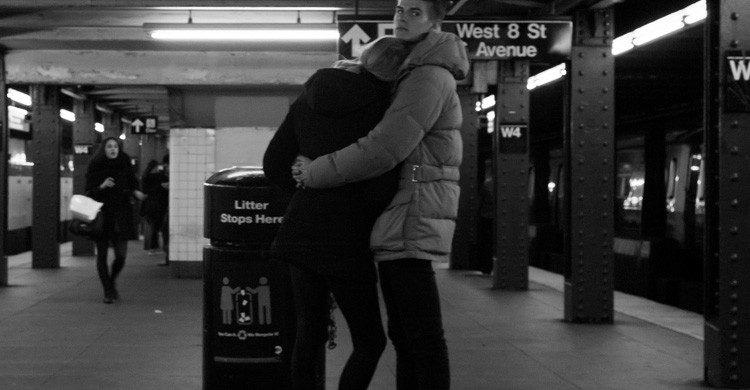El amor está en cualquier parte, también en el metro (Fuente: Susan Sermoneta / Flickr)