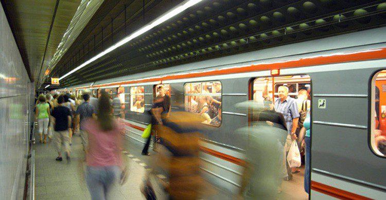 El metro es un buen lugar para ligar, solo hay que proponérselo (Fuente: Yann / Flickr)