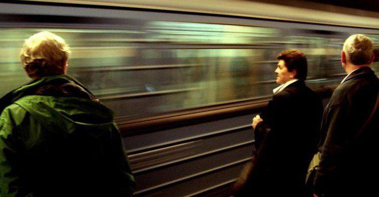 Utiliza frases sencillas si quieres ligar en el metro (Fuente: Maarten / Flickr)