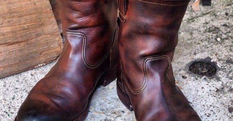 Las botas de piel, origen de expresiones modernas (Fuente: bandanna Almanac / Flickr)