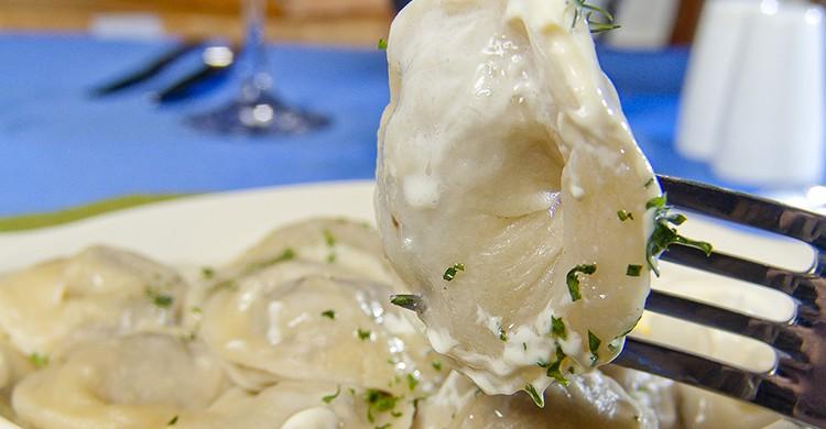Porción de pelmeni, plato típico de Rusia