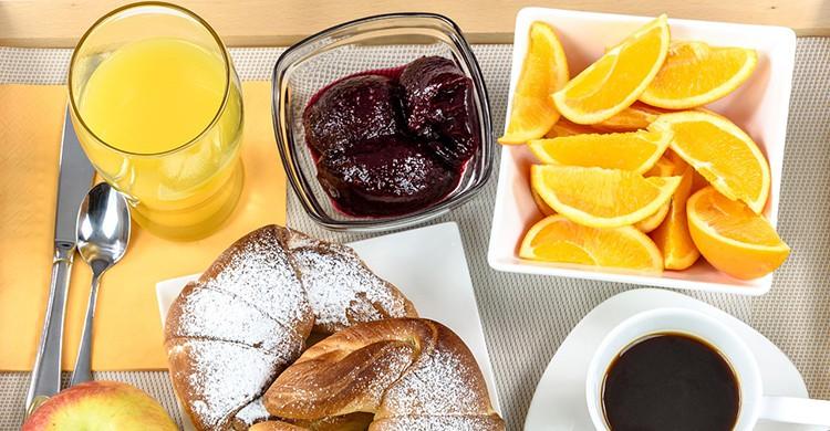 Desayuno con zumo de naranja