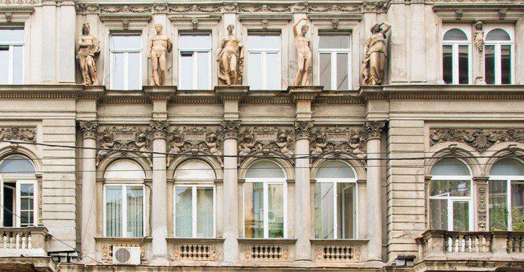 La neoclásica fachada de Bucarest, Rumanía (Fuente: Lauren Parnell Marino / Flickr)