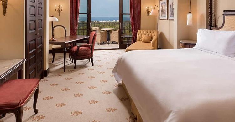 Una suite del Castillo Hotel Son Vida en Mallorca
