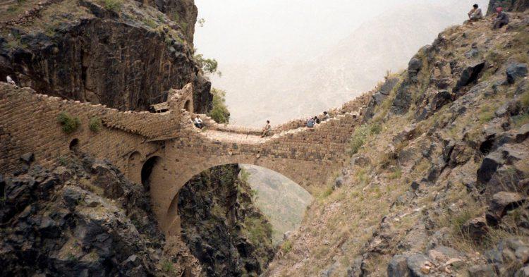 El Puente Shaharah en Yemen