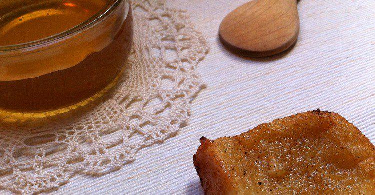 La torrija acompañada de miel es típica en Cuaresma en Andalucía (Fuente: La Tanana / Flickr)