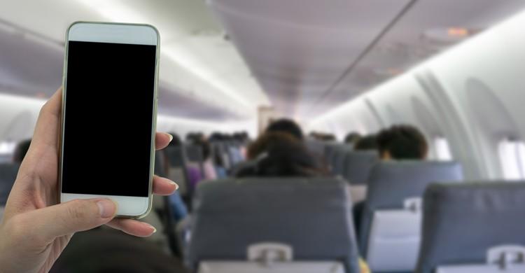 apagar el movil durante el vuelo