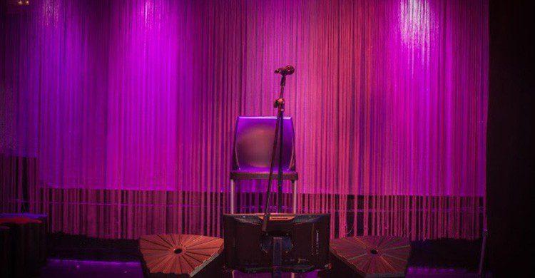 El enorme escenario de Master Plato Karaoke (Fuente: masterplato-karaoke.es)