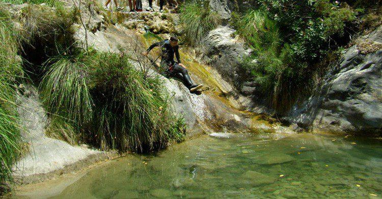 Uno de los barrancos que te encontrarás recorriendo El Saltillo (Fuente: Flickr / Por los Caminos de Malaga / Flickr)
