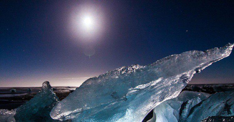 Una de las famosas auroras boreales de Islandia (Fuente: Tim Bsn / Flickr)