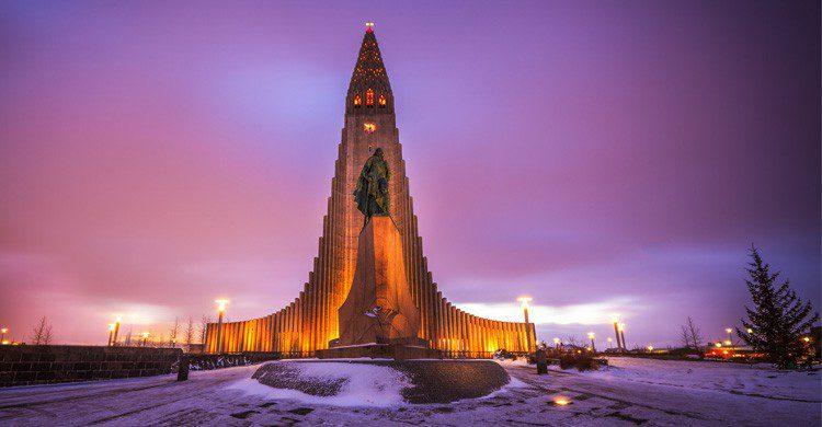 Reykjavik y su iglesia en honor a Leif Erikson (Fuente: Andrés Nieto Porras / Flickr)