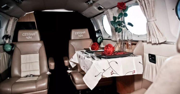 La cena en el interior de tu avioneta privada (Fuente: lovecloudvegas.com)