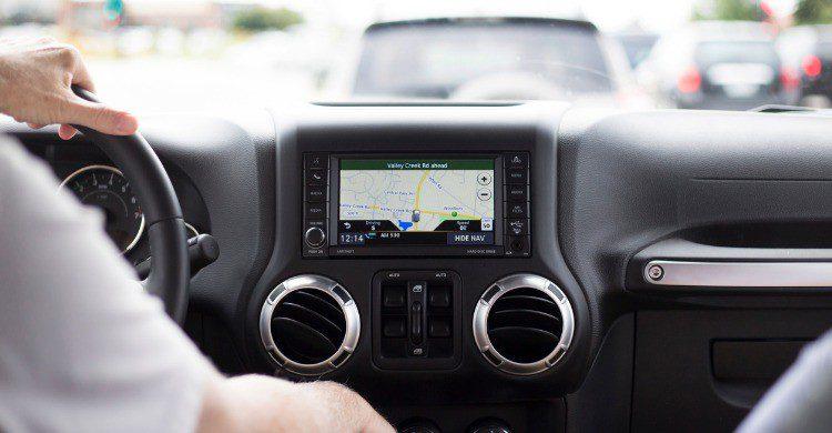 No separes tus manos del volante al conducir (Fuente: iStock)