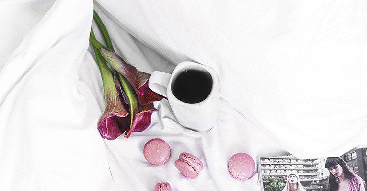 Guarda tus flores preferidas debajo de la cama para cumplir tus deseos en esta noche mágica (UnSplash)