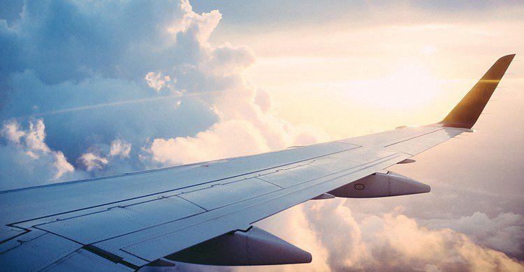 Ala de avión en pleno vuelo