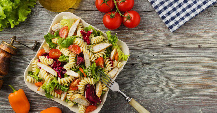 Plato de ensalada de pasta (Fuente: iStock)