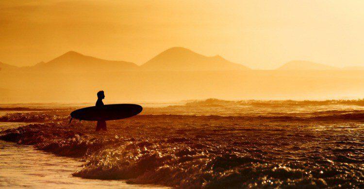 Playa Famara en Lanzarote (Fuente: iStock)