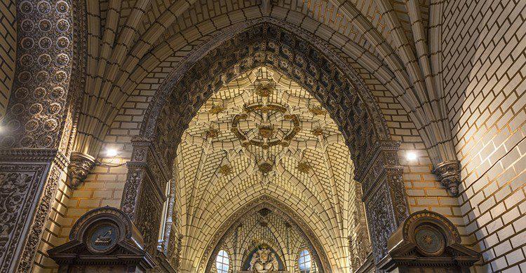 Sube al Alcázar para disfrutar de la Catedral de Toledo en todo su esplendor. (iStock)