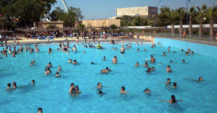 Las 8 Piscinas Para Sobrevivir En Sevilla Este Verano El